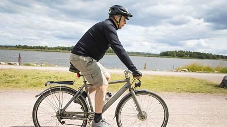 Polkupyörän oikea ajoasento riippuu pyörätyypistä ja ajettavasta matkasta. Tärkeintä on säätää satulan, polkimien ja ohjaustangon suhteet itselleen sopiviksi.