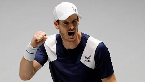 Tennistähti Andy Murray on innostunut koronaviruskevään aikana maantiepyöräilystä.