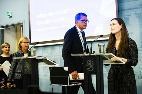 Annika Saarikko, Anna-Maja Henriksson, Sanna Marin, ja Matti Vanhanen hallituksen tiedotustilaisuudessa budjettiriihestä viime syksynä.