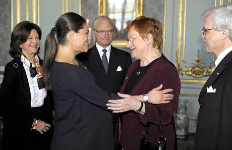 Kruununprinsessa Victoria kävi kuningas Kaarle Kustaan ja kuningatar Silvian kanssa Suomessa 2012. He tapasivat silloisen tasavallan presidentin Tarja Halosen ja tämän puolison Pentti Arajärven.