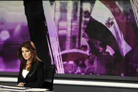 Uutisankkuri Rola Ibrahim työssään al-Jazeeran studiossa Qatarin Dohassa keväällä 2011.