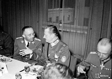SS:n päällikkö Heinrich Himmler (vas.) ja marsalkka Mannerheim Suomessa heinä-elokuussa 1942. Himmlerin henkilökohtainen hieroja Felix Kersten osallistui Himmlerin Suomen-vierailun järjestämiseen.