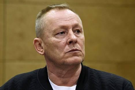 Keijo Vilhunen kuului aiemmin United Brotherhood -jengin johtajistoon. Hänet on tuomittu törkeistä huumerikoksista samassa jutussa Helsingin huumepoliisin päällikön Jari Aarnion kanssa.