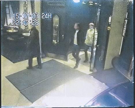 Volkan Ünsal vietti ravintolailtaa ennen murhaa kahden miehen kanssa. Miehet tuomittiin myöhemmin hänen murhastaan.
