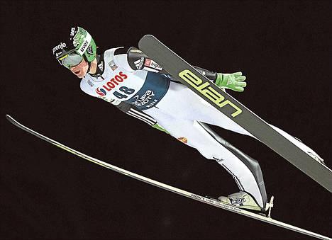 Peter Prevc leiskautti lauantaina Vikersundin lentomäessä huiman 250-metrisen hypyn.