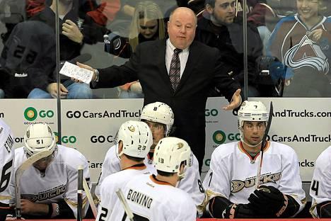 Teemu Selänne kritisoi kirjassaan voimakkaasti Anaheimin valmentajaa Bruce Boudreauta.