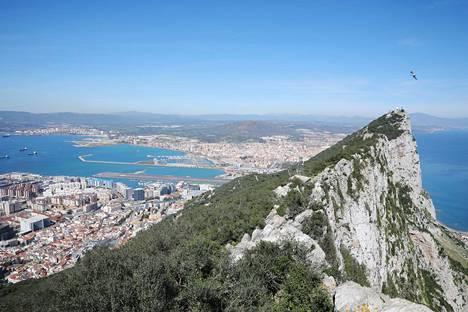Gibraltarin ylle nousee kuuluisa Rock of Gibraltar.