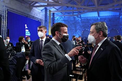 Ranskan presidentti Emmanuel Macron puhui Italian pääministerin Mario Draghin kanssa Porton kokouksen avajaispäivänä perjantaina.