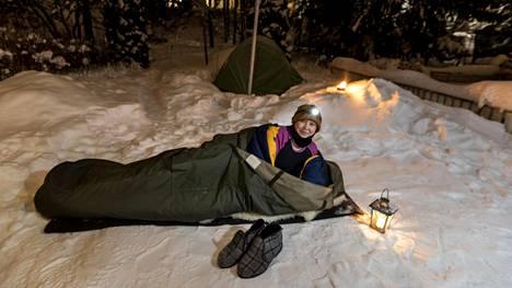 Suvi Björk kuvailee itseään talvi-ihmiseksi. Hän nukkuu taivasalla lähes 30 asteen pakkasissakin.