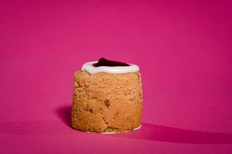 Runebergintortut ovat suosituimpia kausileivonnaisia, ja niitä syödään erityisesti Runebergin päivän tienoilla.