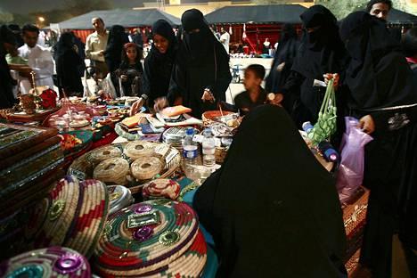 Sheikki Abdullah Daoud sanoi televisiohaastattelussa, että myös tyttövauvat tulisi pukea burkaan pikkulasten hyväksikäytön estämiseksi.