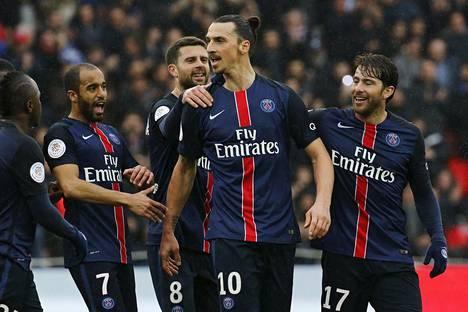 Zlatan Ibrahimovic juhli lauantaina maalia Nizzaa vastaan. Hän teki ottelussa hattutempun.