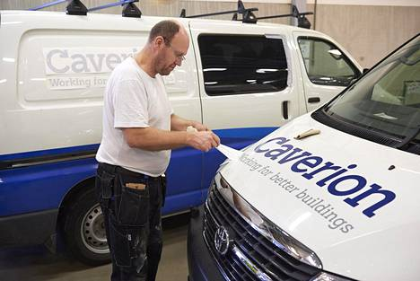 Tero Kaislasalmi muutti YIT:n autoja Caverionin tarroille kesäkuussa vuonna 2013. Yhtiön tulos parantui vihdoin viime vuonna.