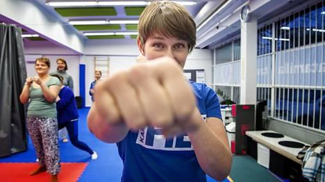 Karateohjaaja Katja Salojärvi löysi liikunnan ilon vasta aikuisuuden kynnyksellä.
