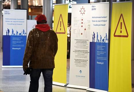 Finentry-sivusto otettiin käyttöön torstaina. Saapuvien lentojen aulassa tiedotetaan matkustamisesta ja koronaviruksesta Helsinki-Vantaan lentokentällä.
