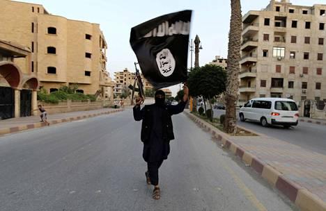 ISISIN NOUSU. Syyriassa ja Irakissa syntynyt isis-jihadistijärjestö, perusti kesällä 2014 islamilaiseen šaria-lakiin pohjautuvan kalifaatin, joka hallitsi vuosien ajan alueita Lähi-idässä, pääpaikkanaan syyrialainen Raqqa. Vuoden 2019 helmikuuhun mennessä Isis menetti käytännössä kaikki hallitsemansa alueet Syyriassa.
