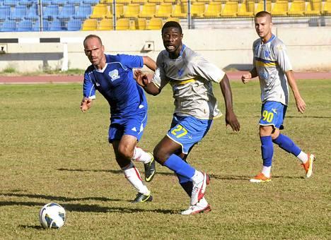 Torstaina menehtynyt Ibrahim Toure (keskellä) pelasi jalkapalloa Libanonissa.