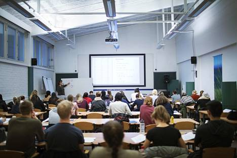 Jos yliopisto-opiskelijat valitaan ylioppilastodistusten perusteella, preppauskurssit käyvät tarpeettomiksi. Valmennuskurssilla lääketieteelliseen tiedekuntaan oli tupa täynnä toukokuussa.