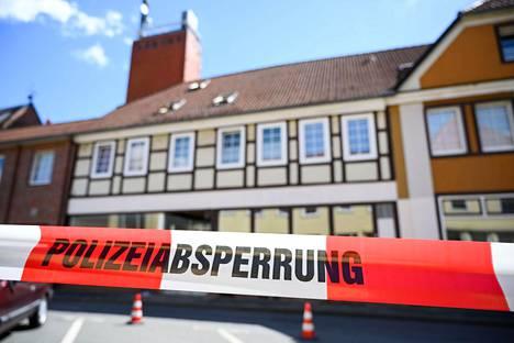 Kaksi ruumista löytyi talosta Wittingenissä Saksan pohjoisosassa maanantaina 13. toukokuuta.