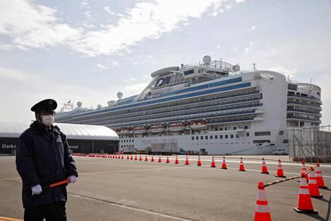 Japanissa eristyksissä olevalla Diamond Princess -risteilyaluksella varmistui keskiviikkona 39 uutta tartuntatapausta.