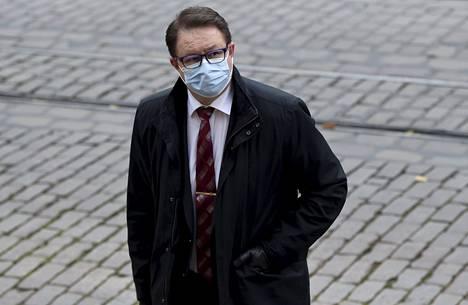 THL:n johtaja Mika Salminen menossa hallituksen neuvotteluihin Helsingin Säätytalolle marraskuussa.