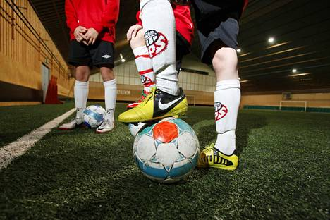 Espoon jalkapalloseurat pettyivät kaupungin liikuntajohdon jyräävään tyyliin. Kuva Espoon Palloseuran harjoituksista.
