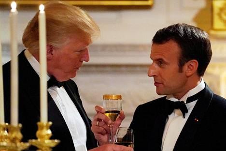 Donald Trump ja Emmanuel Macron illallistivat juhlaillallisella Washingtonissa 24. huhtikuuta 2018.