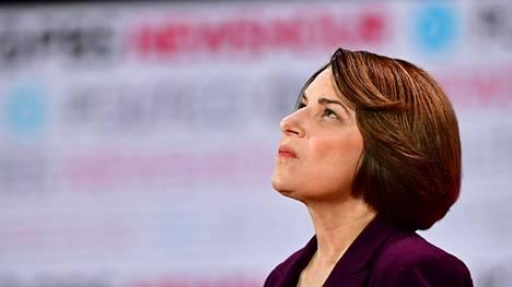 Senaattori Amy Klobuchar jättää kesken demokraattien presidenttikisan Yhdysvalloissa