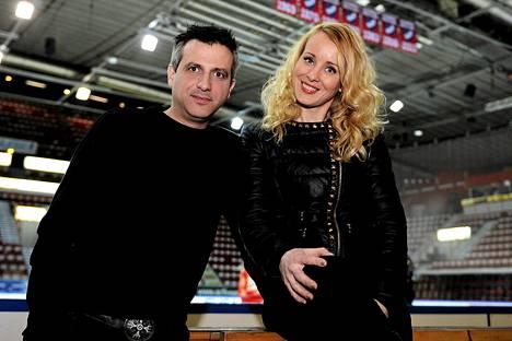 Maagikko Noora Karma ja hänen miehensä Alfonso Rios.