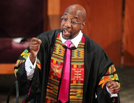 Raphael Warnock piti kirkossaan Atlantassa muistopuheen kesäkuussa.