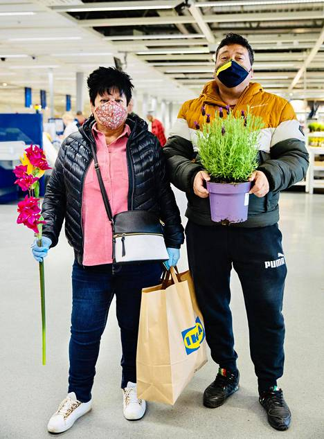 Myös Irene Leiva ja Macrino Montoya ostivat kasveja.