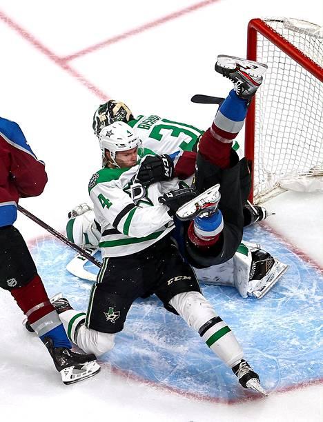 Miro Heiskanen siivosi oman maalin edustaa Colorado-sarjan viidennessä ottelussa.