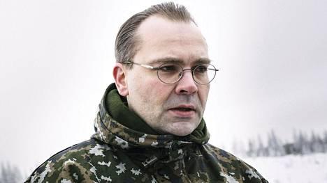 Puolustusministeri Jussi Niinistö seurasi marraskuussa maavoimien vaikuttamisharjoitusta Rovajärven ampuma-alueella Rovaniemellä.