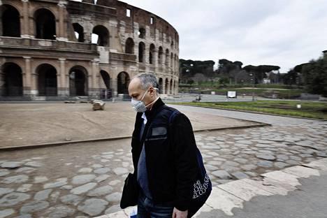 Italia on sulkenut muiden muassa kouluja ja lähes kaikki yritykset yrittäessään hidastaa koronaviruspandemiaa.