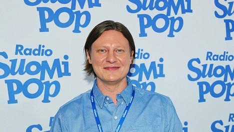 Jaajo Linnonmaa juontaa Suomipop-kanavalla Aamulypsy-ohjelmaa yhdessä Anni Hautalan ja Tuukka Ritokosken kanssa.