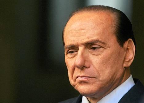 Silvio Berlusconin kolme liikekumppania sai kovan vankeustuomion perjantaina.