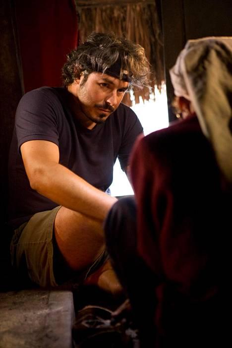 Avausjaksossa Lars Krutak tutustuu Havaijilla kakau-tatuointitekniikkaan.