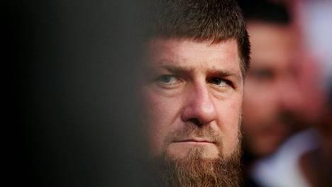 Ramzan Kadyrov on alunperin tšetšenialainen sotilasjohtaja. Vuodesta 2007 hän on ollut tasavallan presidentti. Ennen sitä hän toimi pääministerinä ja virkaa tekevänä presidenttinä.