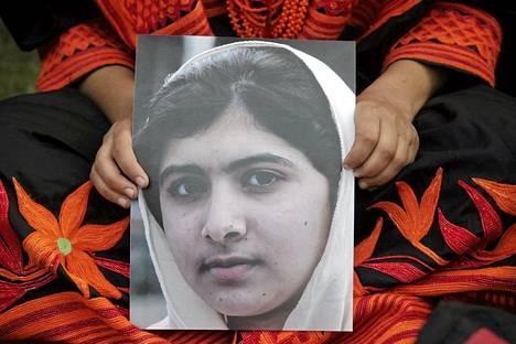 Malala Yousufzain tukimielenosoitus järjestettiin Lahoressa sunnuntaina.