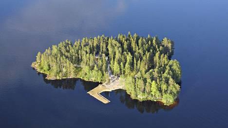 Onko tämä Temptation Island Suomi? Parisuhdeohjelman kuvauspaikaksi epäillään Aateli Islandia Vuokatissa.