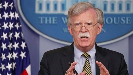 Yhdysvaltain presidentin neuvonantajana John Bolton keskustelee ydinohjussopimuksesta Venäjällä tänään maanantaina.