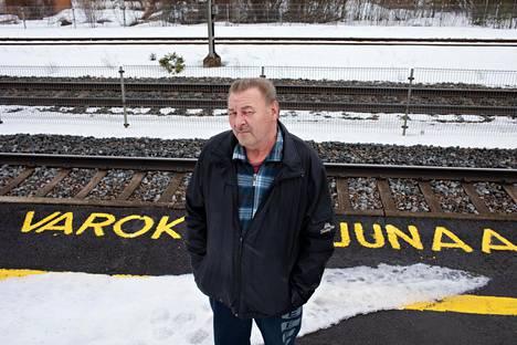 Kari Mertanen näki 25 vuotta sitten, kuinka kirkuvat ihmiset juoksivat pois turmajunasta Jokelassa.
