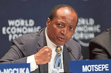 Kaivosmiljardööri Patrice Motsepe puhui Maailman talousfoorumin lehdistötilaisuudessa Etelä-Afrikan Kapkaupungissa kesäkuussa.