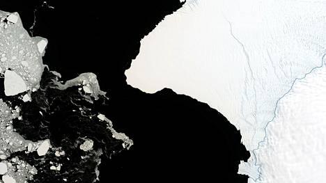 Bruntin jäähyllyssä näkyi isoja halkeamia jo vuonna 2019 otetussa satelliittikuvassa.