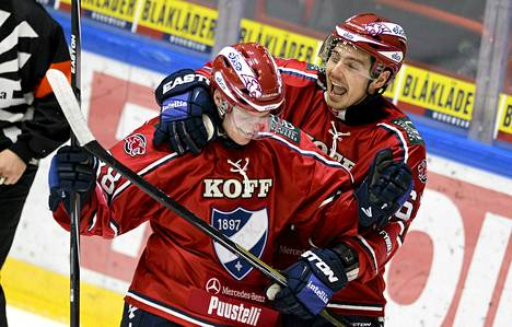 Joonas Rask (vas.) ja Tomas Zaborsky juhlivat ottelun voittomaalia.