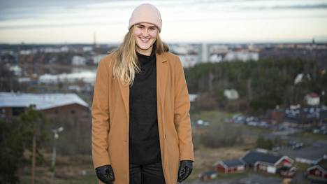 Elli Pikkujämsän ura lumilautailijan alkoi Turun Hirvensalon hiihtokeskuksesta.