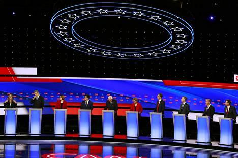 Kymmenen demokraattien ehdokasta otti yhteen CNN:n järjestämässä vaaliväittelyssä varhain keskiviikkona Suomen aikaa.