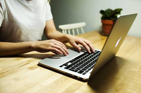 Finanssialan kansalliset muurit murtuvat hiljalleen netissä myös piensijoittajien kohdalla.