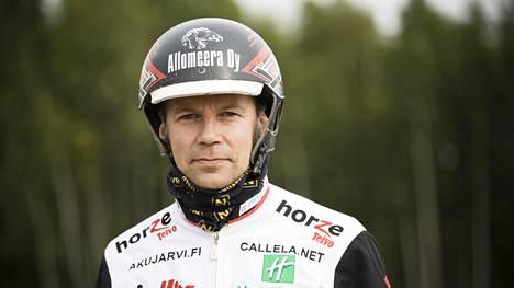 Raviohjastaja Mika Forss muutti Ruotsiin eikä aio palata takaisin Suomeen ennen kuin ehkä eläkkeellä.