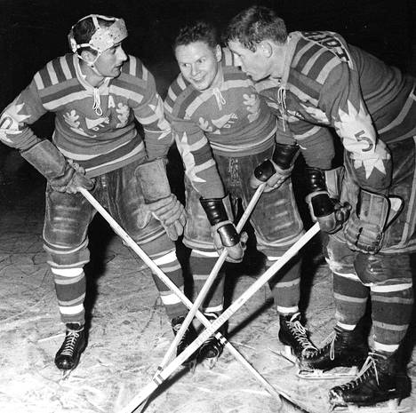 Djurgårdenin kova trio poseerasi 1950-luvulla: Lill-Lulle Johansson, Knivsta Sandberg ja Sven Tumba.